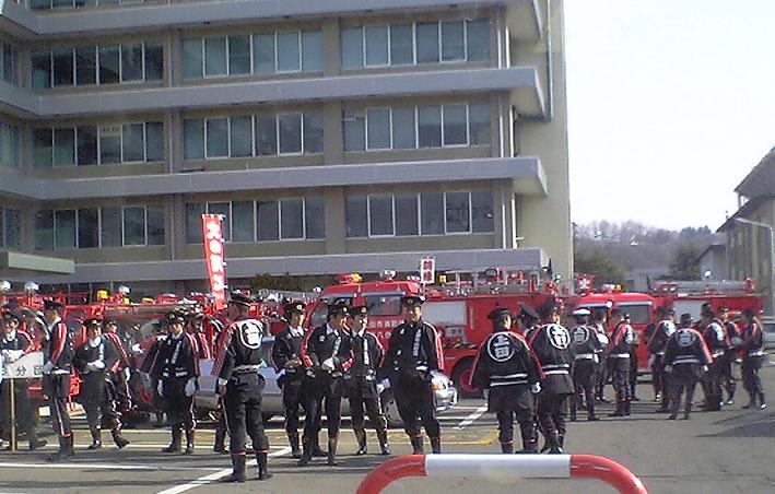 上田市出初め式に向かう消防 ...